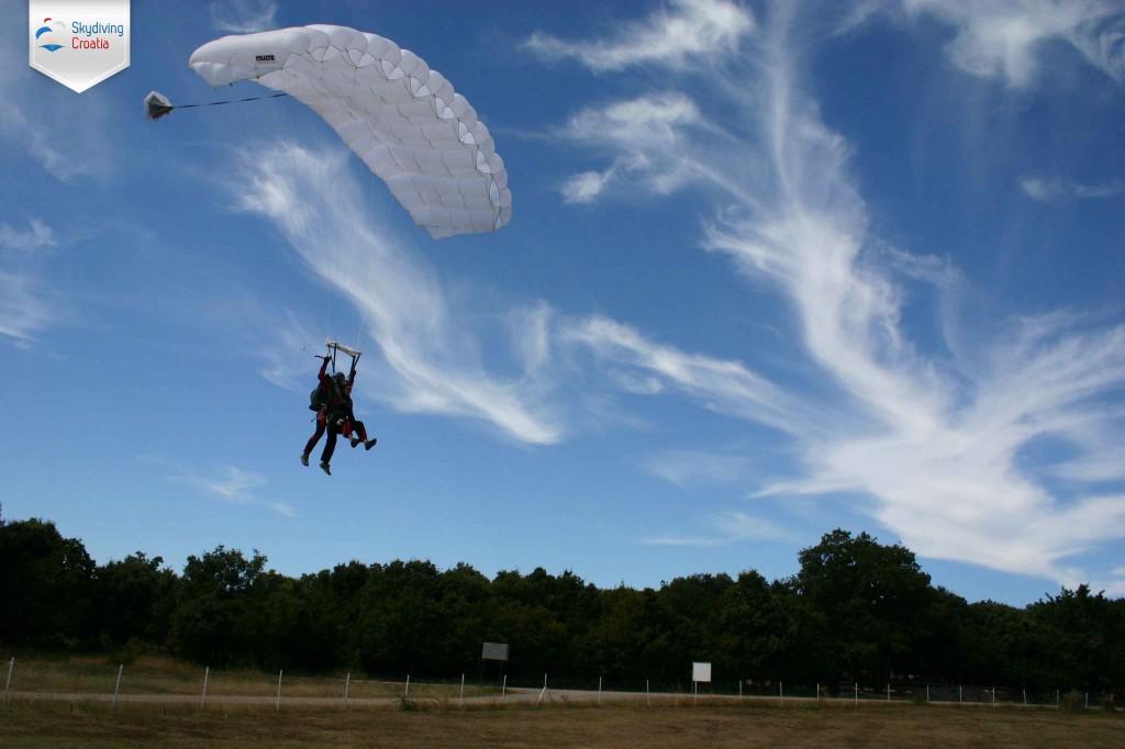 Skydive Vrsar landing